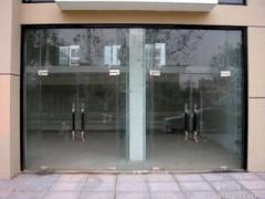 东单维修玻璃门拉手换门夹价格