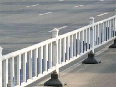 新力道路護欄 交通隔離護欄廠家直銷現貨供應