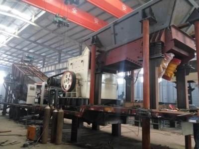 西芝機械專業定制可移動簡易箱式移動破碎機終身售后