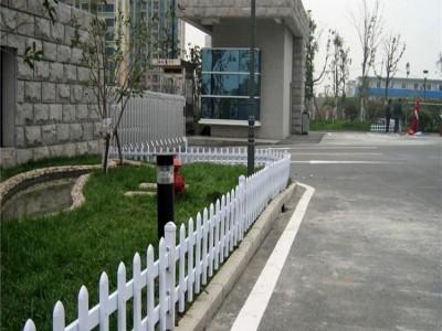 新華pvc草坪護欄 草坪圍欄 新力護欄定制安裝現貨供應