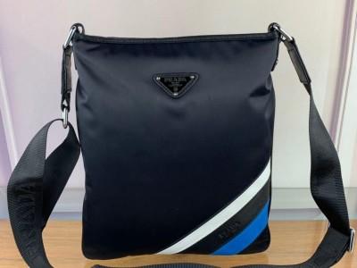 普拉达 男款挎包 经典黑色织物单肩包