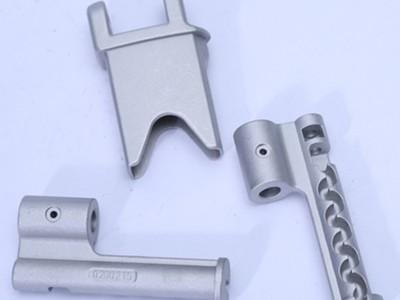 铝合金件精密铸造厂 五金合页支架锌合金压铸件 铸造模具定制