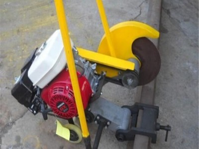 NQG-4.8型内燃锯轨机