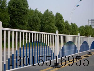 平舆道路市政护栏 京式隔离栏杆 新力护栏批发定制