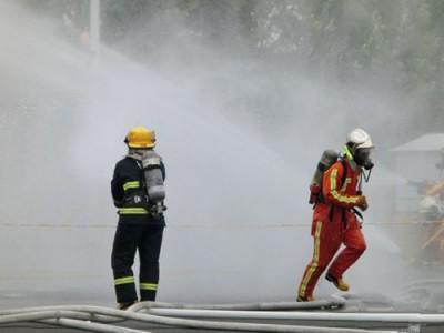 广东大型烟雾发生器厂家甘肃消防演习白色浓烟机新疆发烟机烟雾机