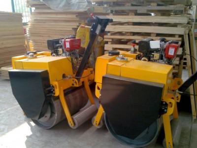 700B型手扶式单轮重型柴油压路机