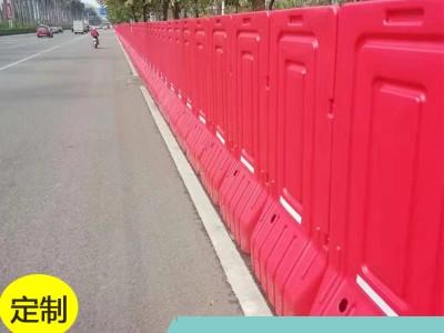 高栏水马特价出售 厂家现货优质吹塑隔离水马围栏 防撞性强