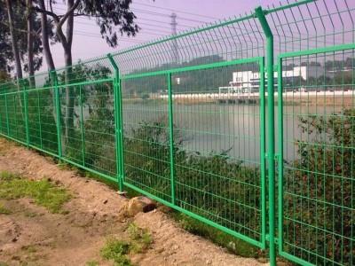 凤泉双边丝护栏网仓库隔离栏设计安装新力厂家直销
