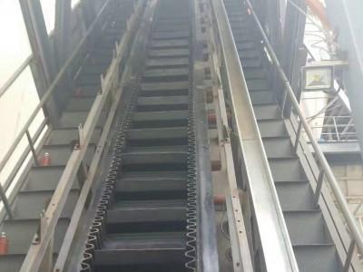大倾角皮带输送机 大倾角爬坡输送机设备