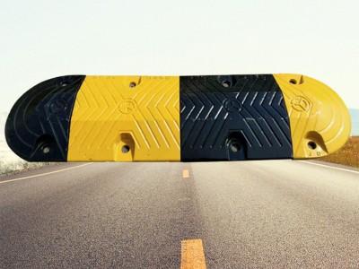 交通设施减速带 道路安全防护5厘米高橡胶车辆减速垄