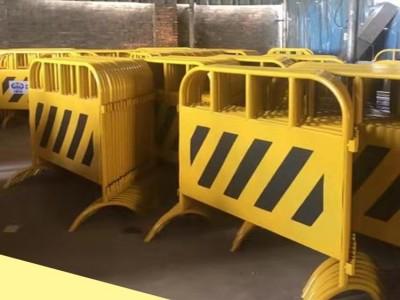江门铁马护栏厂家 黄黑市政带板铁马常规护栏现货特价