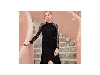 服装项目怎么做生意好?时尚女装加盟为您指明道路!